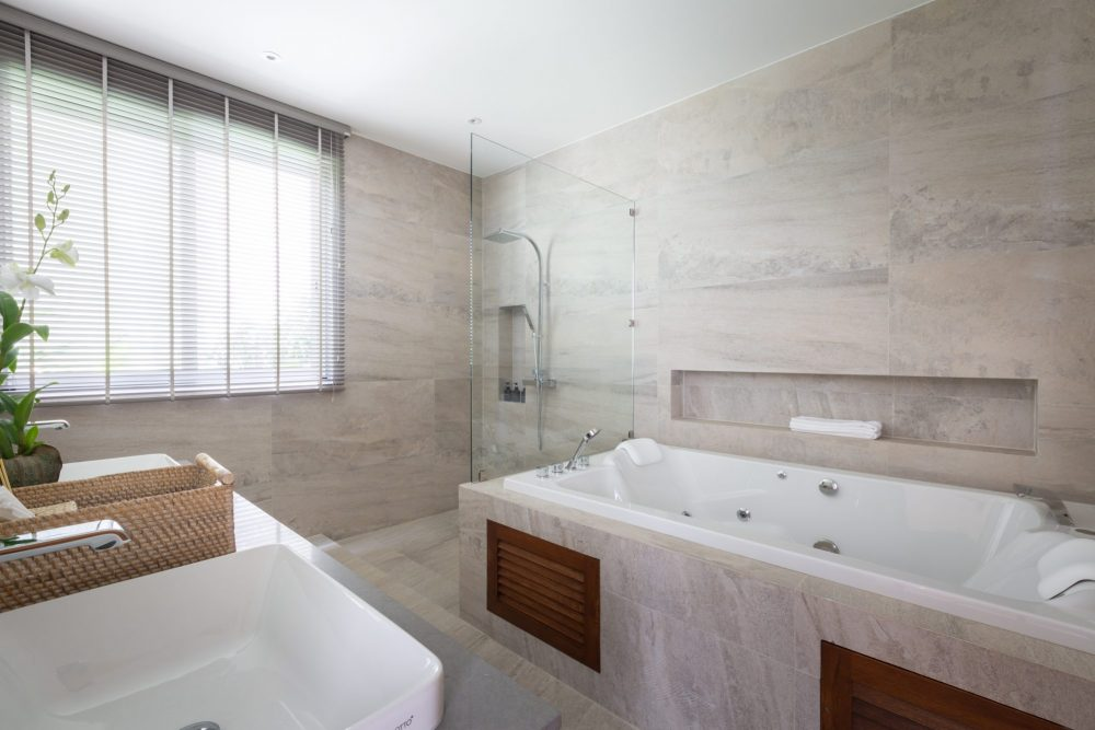 13i_Moonstone_bathroom_2-1